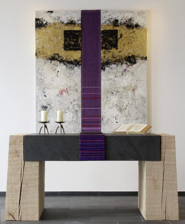 Ev. Kirche Hallenberg - Parament violett und Altar