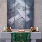 """Altarbild Triptychon - """"schwebende Kreuze"""" in der Ev. Kirche Lollar - 300 x 150 cm - 1999"""